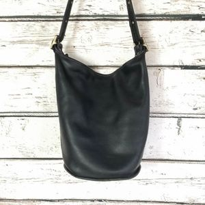 Coach Bags - Vintage Coach Black Bucket Bag - Zipper Closure